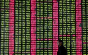 Na čínské burze stále pokračuje propad akcií