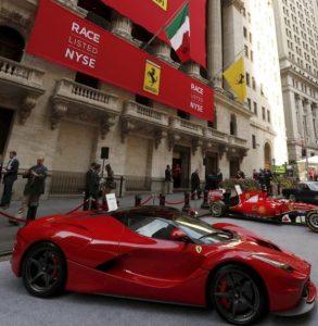 Ferrari před budovou NYSE na Wallstreet