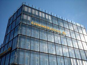 Propad akcií se dotkl i banky Commerzbank.