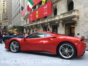 Ferrari před budovou NYSE