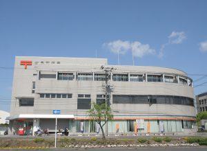 Díky své nízké ceně, akcie Japan Post Holdings hned první den obchodování na burze velmi posilují.