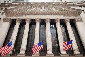 Na burzu cenných papírů v New Yorku se chystají světové společnosti First Data Corporation a Ferrari.