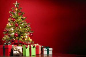 Pod stromečkem letos najdeme mnohem více než loni.