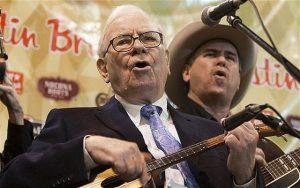 I přes své bohatství a úspěch zůstává Warren Buffett obyčejným člověkem.