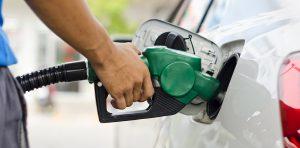 Za benzín zaplatíte nejméně od roku 2010.