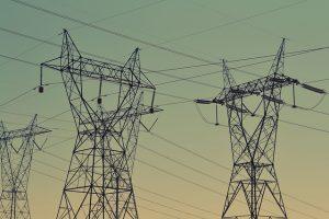 Domácnosti i firmy si za elektřinu v příštím roce připlatí.