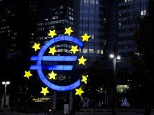 Investoři přestávají věřit ekonomice v eurozóně.