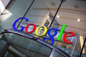 Google má větší důvěru investorů než společnost Apple.