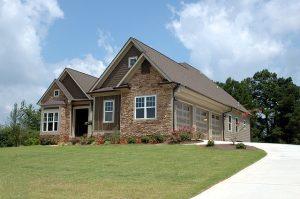Lidé mají o hypotéky stále velký zájem, ať už chtějí koupit nemovitost na bydlení nebo jako investici.