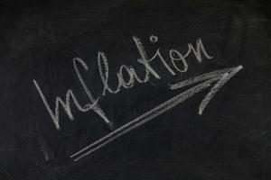 Podle průzkumu ministerstva financí mají lidé vČesku problém sfinanční gramotností. Nemají ponětí o inflaci a dělají špatná investiční rozhodnutí.