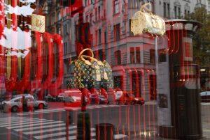 Na burze rostou i akcie společnosti LVMH Moët Hennessy Louis Vuitton.