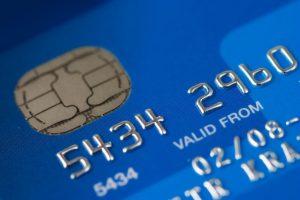 Již brzy vyjdou transakce provedené kartou spotřebitele o něco levněji.