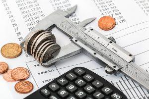 Peněžní ekvivalenty mají velmi dobrou úvěrovou kvalitu a řadí se mezi likvidní aktiva.