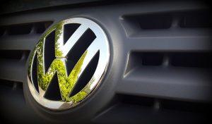 Držitelé akcií se soudí proto, že je podle nich automobilka neinformovala včas o emisním skandálu.
